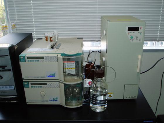 分析用液体クロマトグラフィー(analytical GPC) :日立製作所/ LaChrom ELITE HTA:L-2130 (Pump), L-2420 (UV-Vis 検出器) :東ソー/CO-8020 (カラムオーブン)