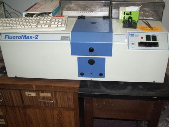 光化学反応装置 :リコー化学産業 / UVL-400HA-500P