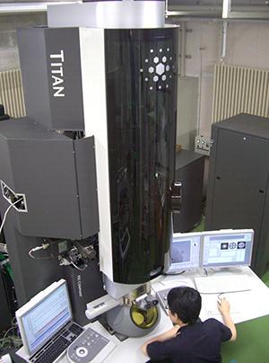 ナノプロセス評価のための環境制御型透過電子顕微鏡